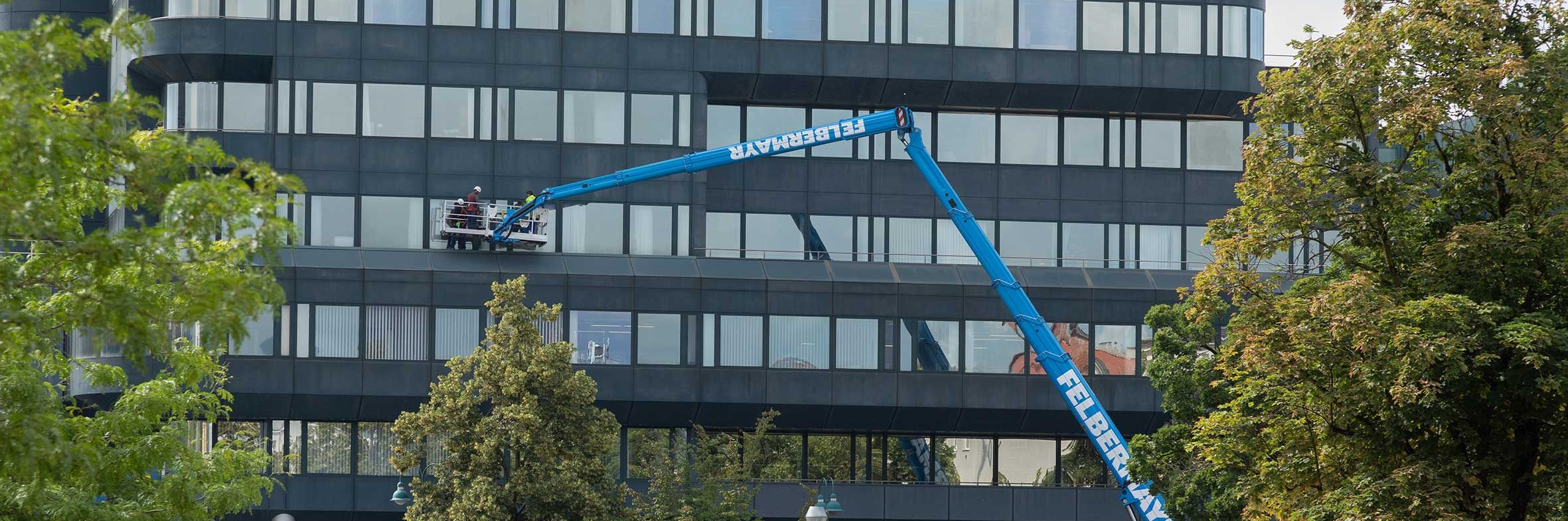 Weltneuheit mit 70 Meter Arbeitshöhe Slider