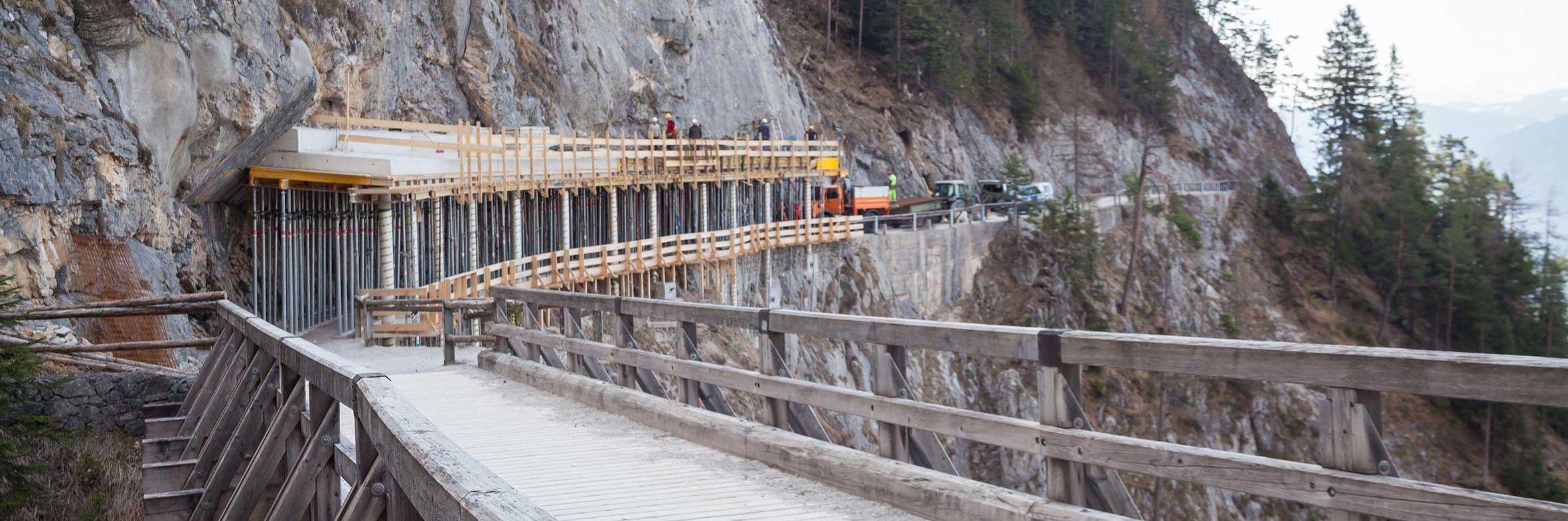 Steinschlagschutz für weltgrösste Eishöhle errichtet Slider
