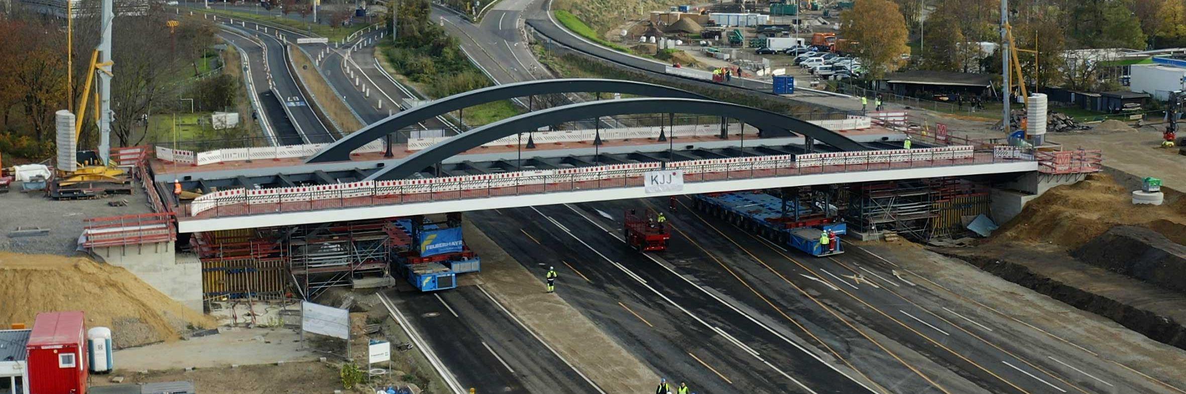 Brücke mit SPMT eingefahren Slider